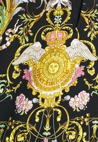Versace Jeans Couture - HEAVY PANEL TUILLEREIS - Kraťasy - black - 5