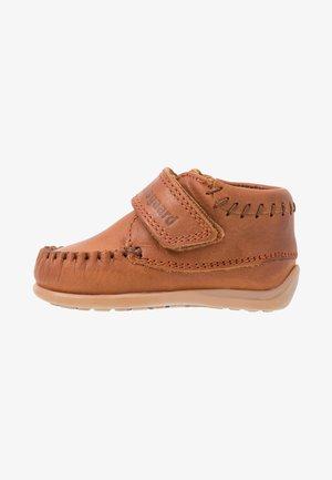 MOCCASIN PREWALKER - Baby shoes - cognac