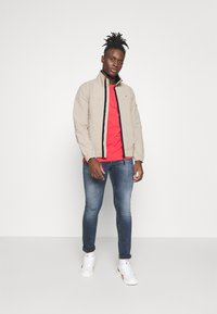 Tommy Jeans - ESSENTIAL CASUAL  - Tunn jacka - beige - 1