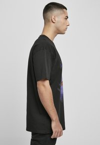 Upscale by Mister Tee - Print T-shirt - black - 4