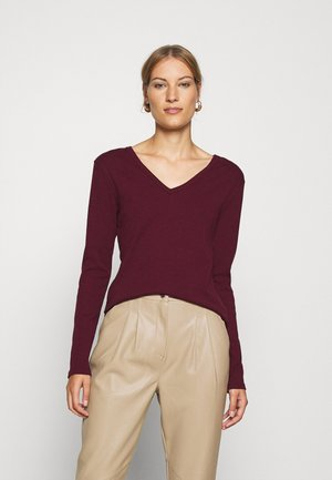 Long sleeved top - alive