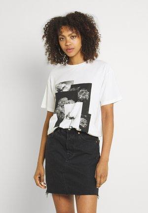 VMTEAINDY - Print T-shirt - snow white