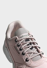 adidas Originals - SHOES - Matalavartiset tennarit - pink - 9