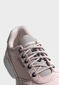adidas Originals - SHOES - Sneakersy niskie - pink - 9