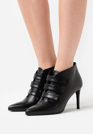 Bottines à talons hauts - nero