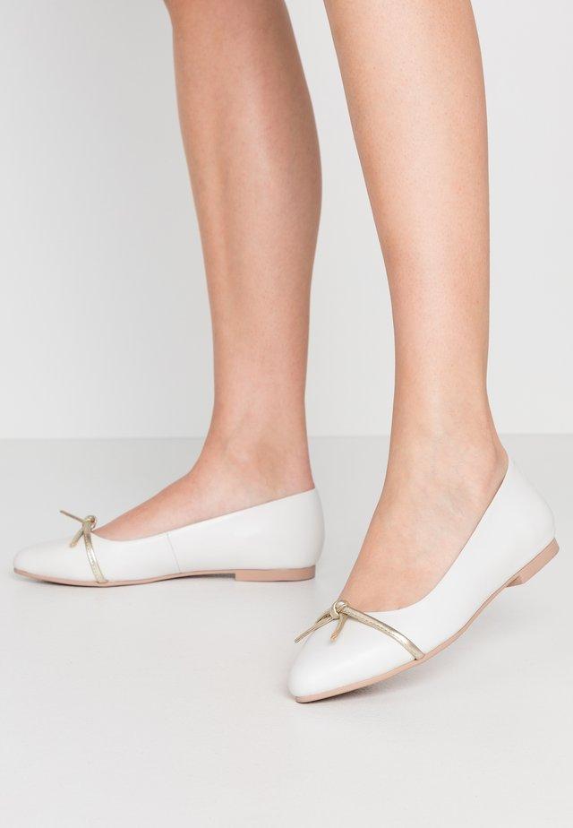 LEATHER BALLERINA - Ballerina - beige