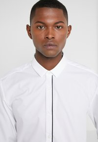 HUGO - EMILIONN EXTRA SLIM FIT - Camicia elegante - open white - 3