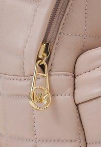 MICHAEL Michael Kors - SLATER BACKPACK - Plecak - soft pink - 5