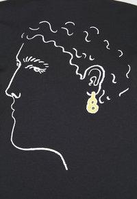 Alexa Chung - EARRING BOXY TEE - T-Shirt print - black - 4
