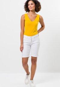 zero - Denim shorts - white - 1