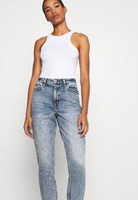 Abercrombie & Fitch - Slim fit jeans - medium destroy - 3