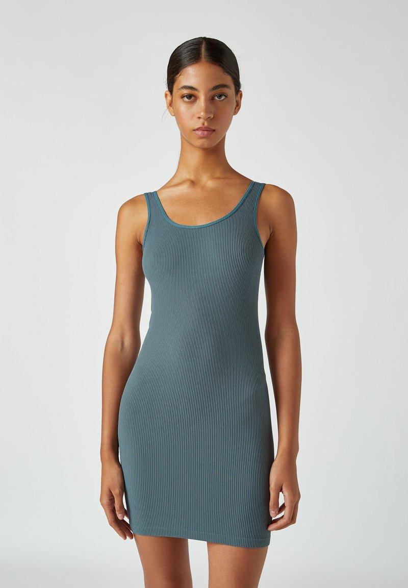 PULL&BEAR - Pouzdrové šaty - blue