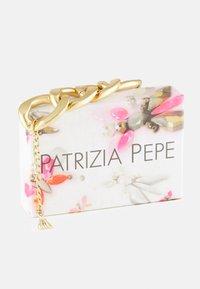 Patrizia Pepe - CHAIN ATTRACTION BRACELET - Bracelet - antique gold-coloured - 2
