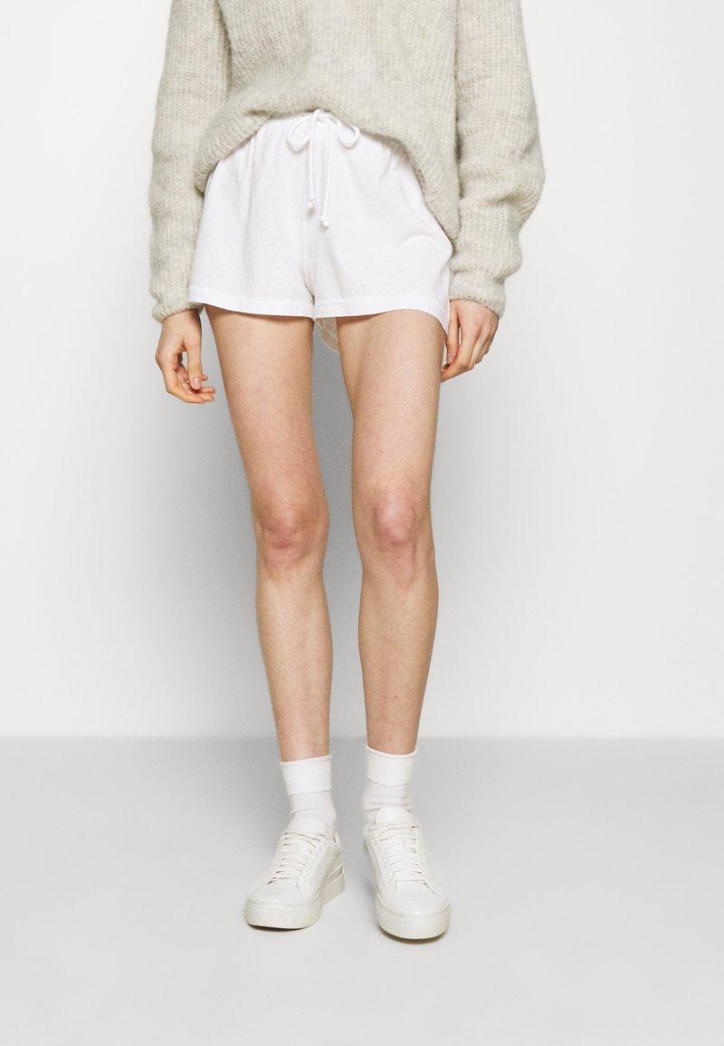 American Vintage - VEGIFLOWER - Shorts - blanc