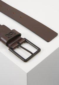 Calvin Klein - 35MM SIGNATURE LOOP BELT - Pásek - brown - 3