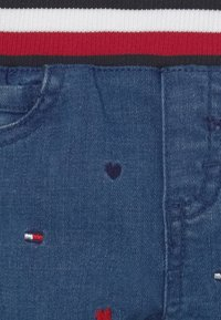 Tommy Hilfiger - BABY EMBROIDERED UNISEX - Relaxed fit jeans - blue denim - 2