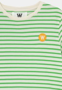 Wood Wood - OLA UNISEX - Print T-shirt - off-white/green - 2