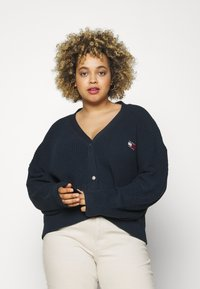 Tommy Jeans Curve - BADGE - Cardigan - twilight navy - 0