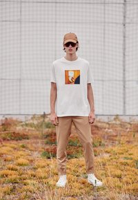 Paul Smith - DOORBELL PRINT UNISEX - T-shirt z nadrukiem - white - 2