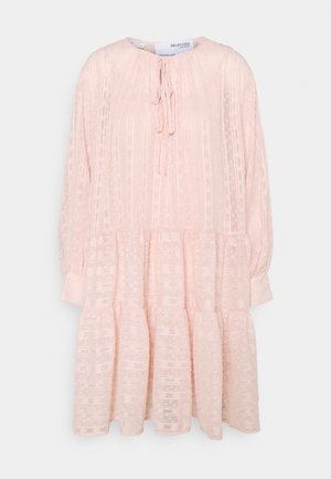 SLFMUNI AMAYA DRESS - Denní šaty - peach whip