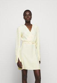 Patrizia Pepe - ABITO  - Day dress - limestone yellow - 0