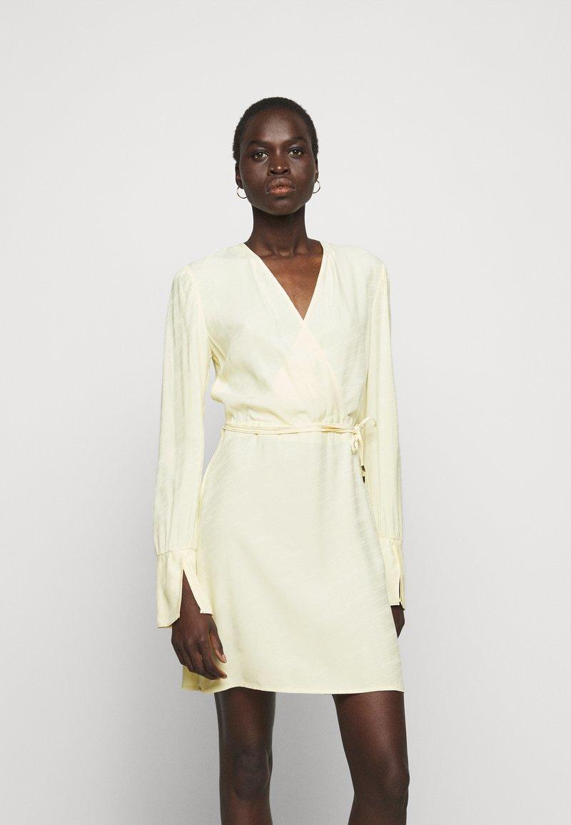 Patrizia Pepe - ABITO  - Day dress - limestone yellow