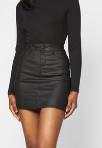 Vero Moda Petite - VMSEVEN MR SHORT COATED SKIRT - Minisukně - black - 4