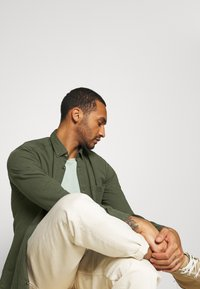 Only & Sons - ONSBRYCE LIFE - Overhemd - scarab - 3