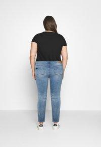 ONLY Carmakoma - CARFONA LIFE - Jeans Skinny - light blue denim - 2