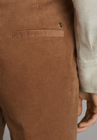 Massimo Dutti - MIT BUNDFALTEN - Trousers - brown - 5