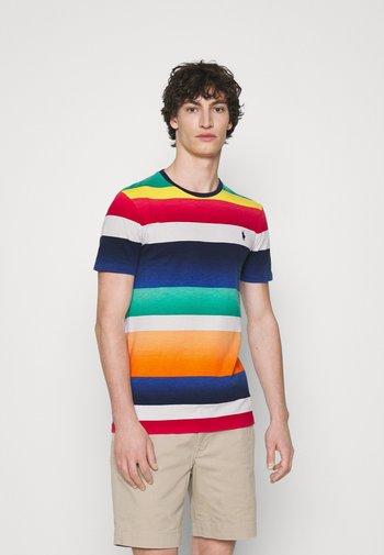 CUSTOM SLIM FIT STRIPED CREWNECK T-SHIRT - T-shirt z nadrukiem - spectrum orange multi