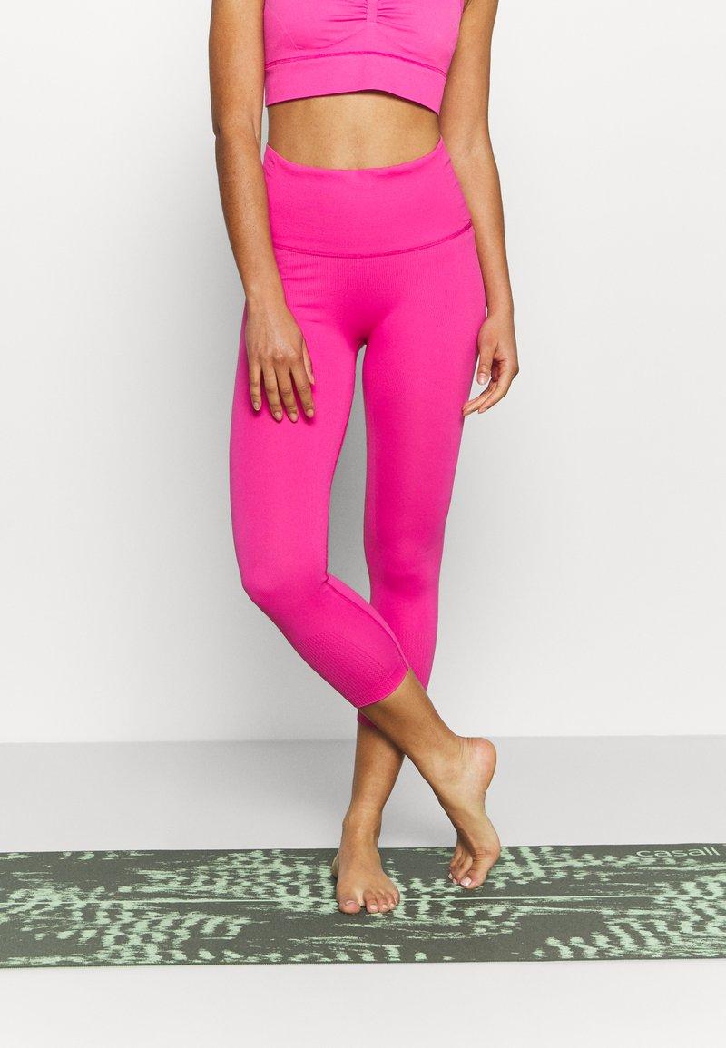 adidas Performance - SCULPT  - Punčochy - screaming pink