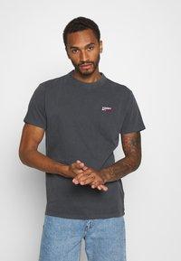 Tommy Jeans - TJM WASHED LOGO TEE - Basic T-shirt - black - 0