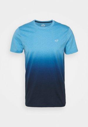 CREW OMBRE - Print T-shirt - light blue/navy