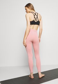 Nike Performance - SEAMLESS 7/8 - Leggings - rust pink/white - 2