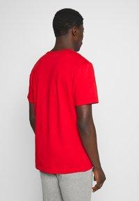 Timberland - KENNEBEC RIVER HORIZONTAL GRAPHIC TEE - T-shirt med print - barbados cherry - 2