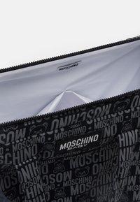 MOSCHINO - BABY CHANGING BAG - Across body bag - black - 2