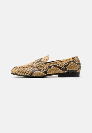 KLEMENT LOAFER - Loaferit/pistokkaat - beige/earth