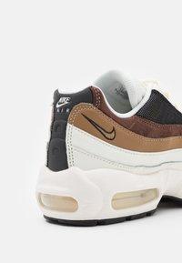 Nike Sportswear - AIR MAX 95 - Trainers - sail/black/cashmere/dark driftwood/light chocolate - 5
