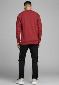 Jack & Jones - Sweatshirt - rio red - 2