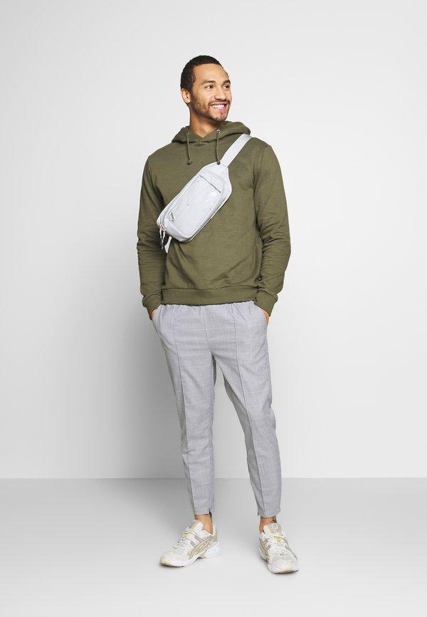 Kings Will Dream BOLO SMART JOGGERS - Spodnie materiałowe - grey/szary Odzież Męska VMTP