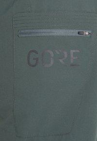 Gore Wear - WEAR PASSION SHORTS MENS - Sports shorts - urban grey - 2