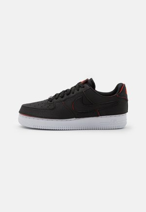 AF1/1 UNISEX - Sneakers laag - black/chile red/pine green