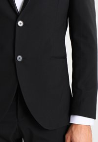 Selected Homme - SHDNEWONE PEAKLOGAN SLIM FIT - Suit - black - 5