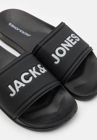 Jack & Jones - POOL SLIDER  - Pool slides - anthracite - 5