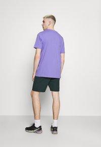 adidas Originals - TREFOIL UNISEX - Camiseta estampada - light purple/white - 2