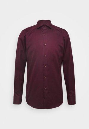 PANKO - Kostymskjorta - dark red