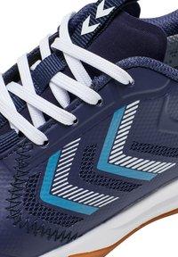 Hummel - REACH LX JR UNISEX - Handball shoes - peacoat - 5