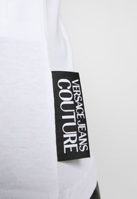 Versace Jeans Couture - Triko spotiskem - white/gold - 5
