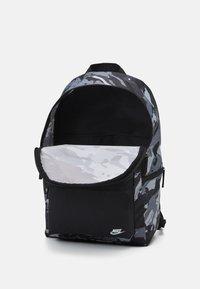 Nike Sportswear - HERITAGE UNISEX - Ryggsäck - black/white - 2